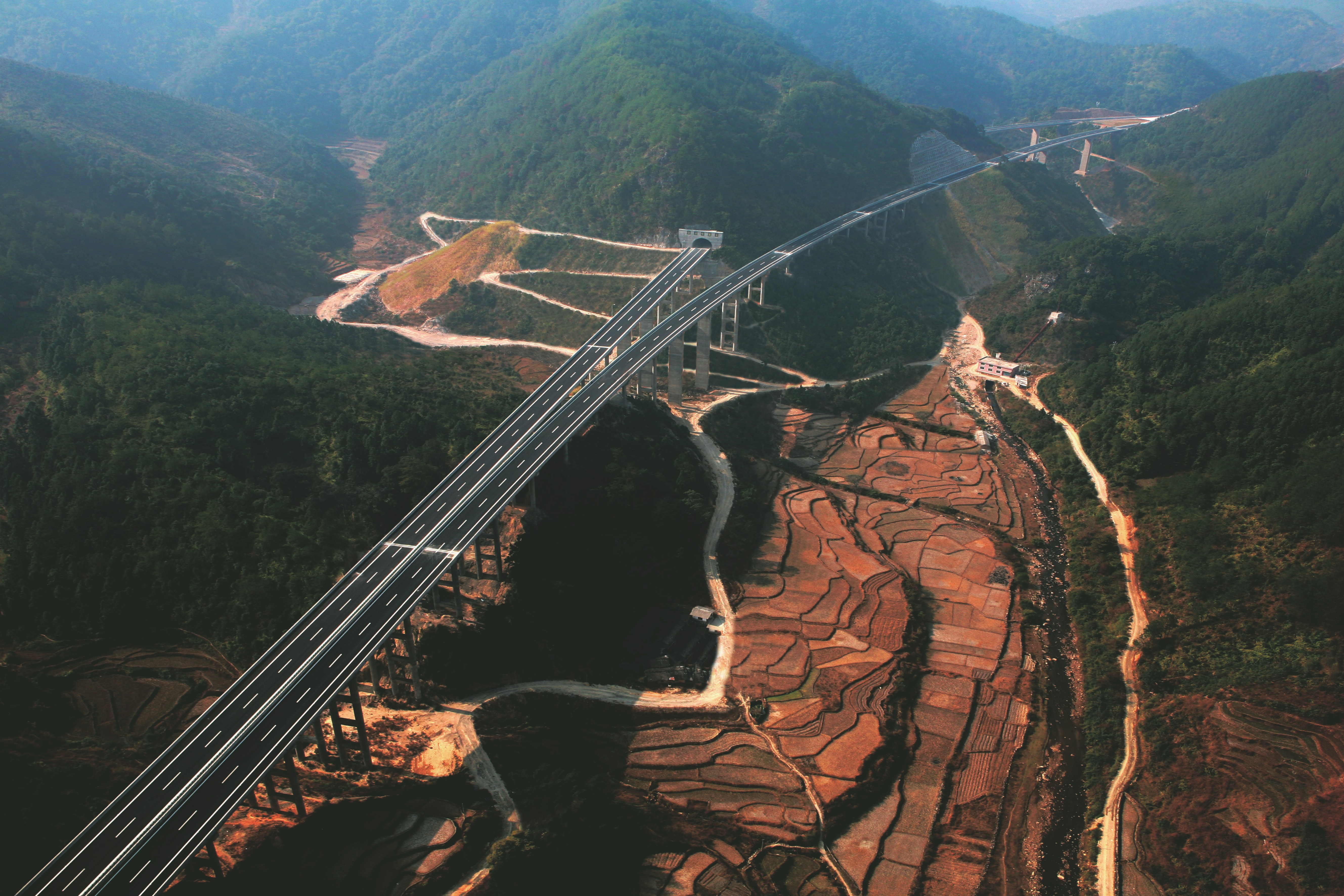 4福建龙岩至长汀高速公路,2007年12月建成通车.jpg