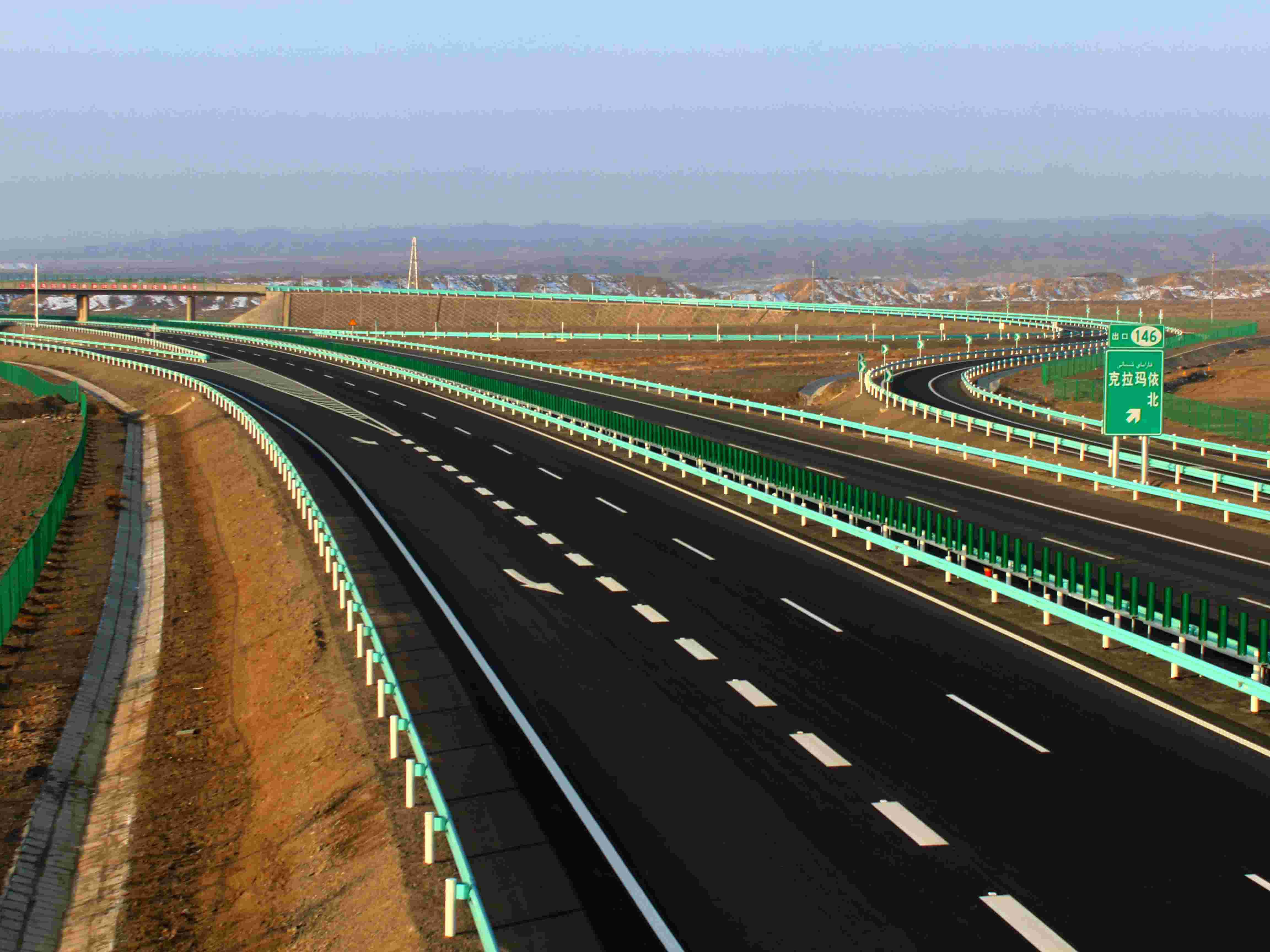 新疆克拉玛依至乌尔禾高速公路