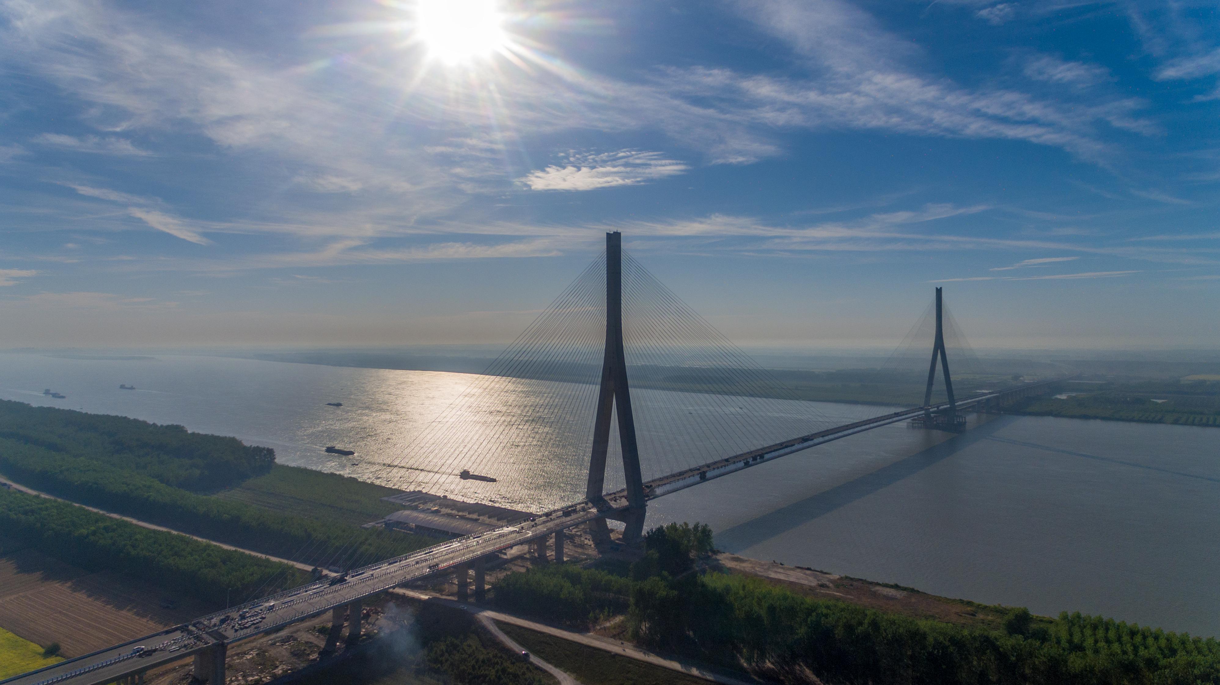 湖北嘉鱼长江公路大桥