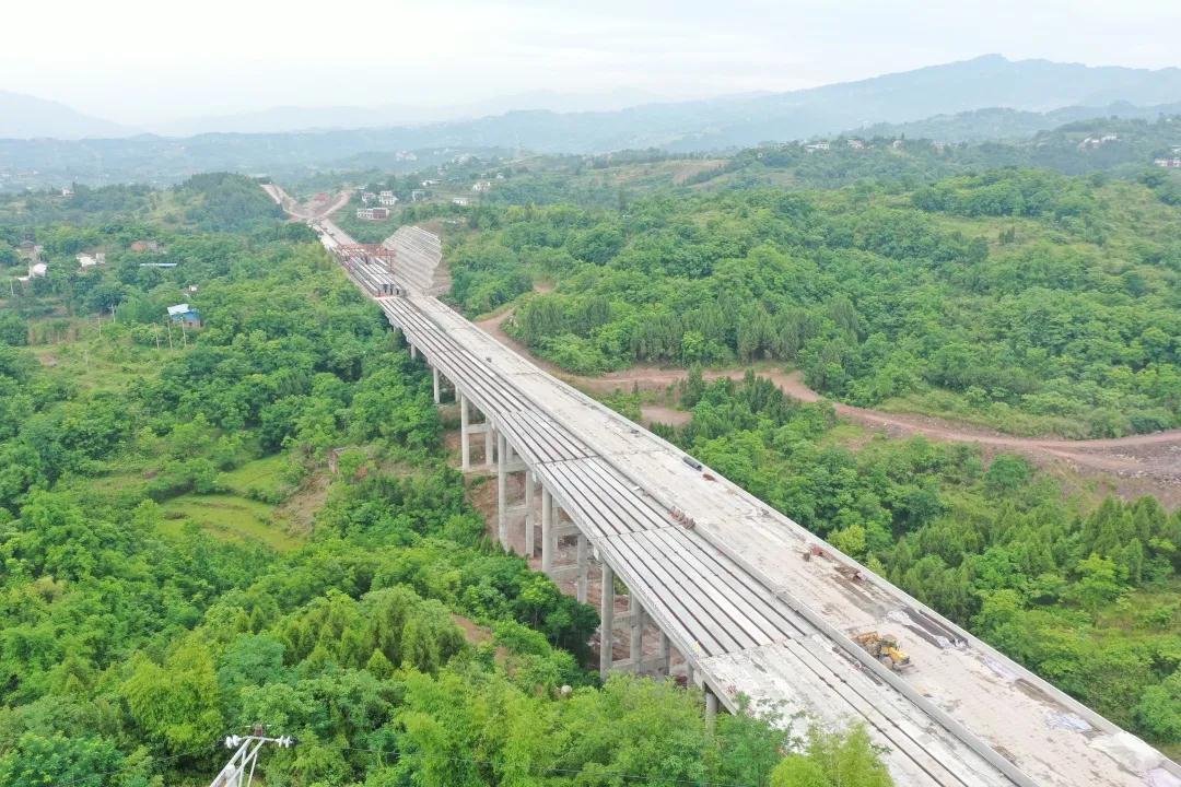 重庆城开高速C2项目开州隧道顺利贯通